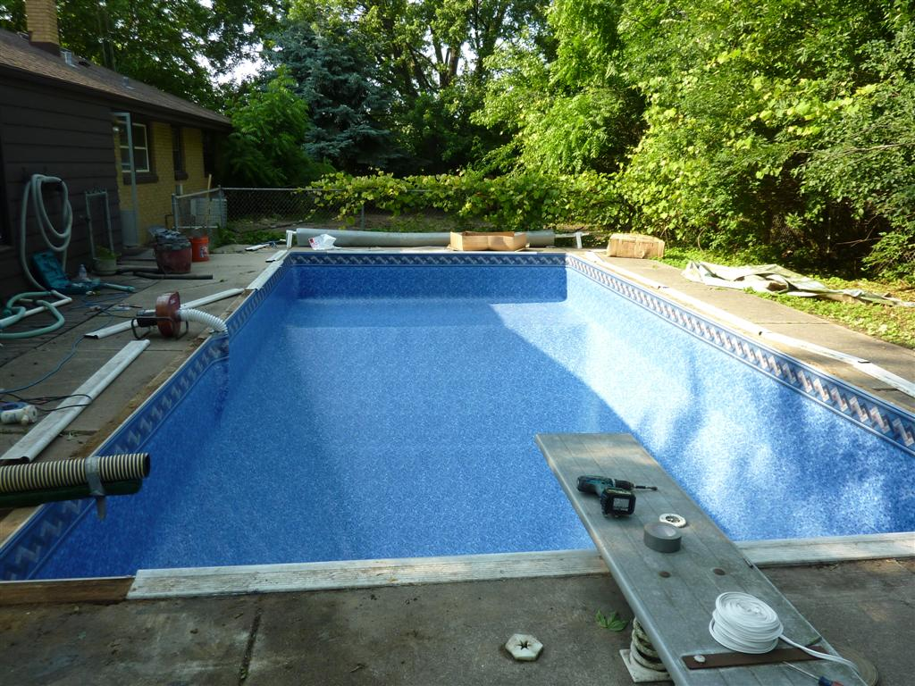 Liner Replacement on a Rectangle Pool