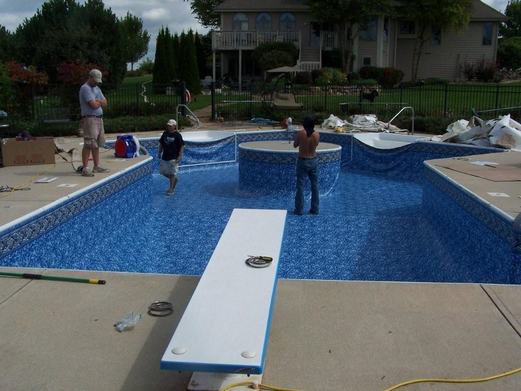 Swiming pool design liner replacement roselawnlutheran for Pool liner installation