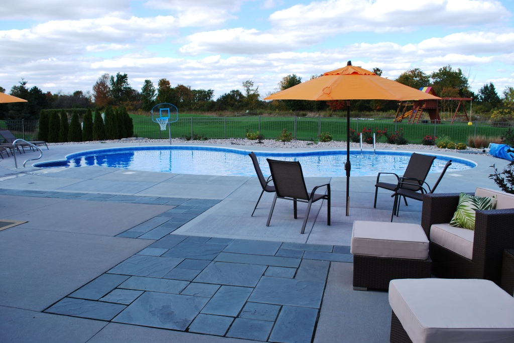 Oasis Vinyl Liner Pool with Blue Stone